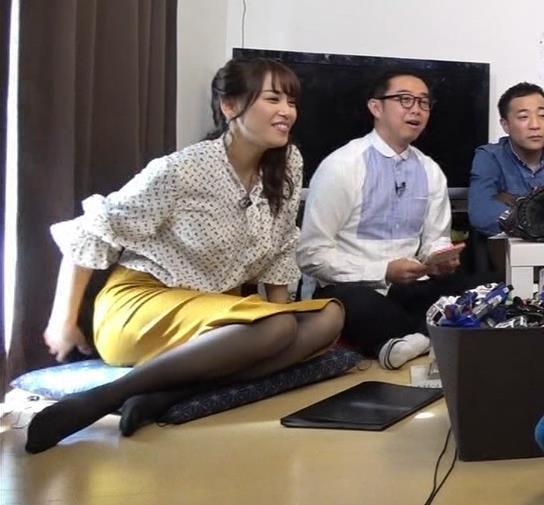 鷲見玲奈アナ エロい黒ストッキングキャプ・エロ画像3
