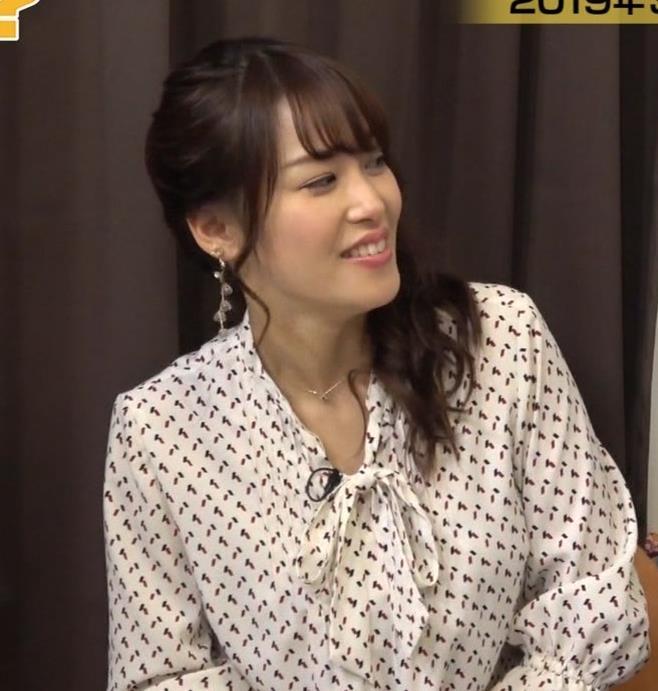 鷲見玲奈アナ エロい黒ストッキングキャプ・エロ画像4