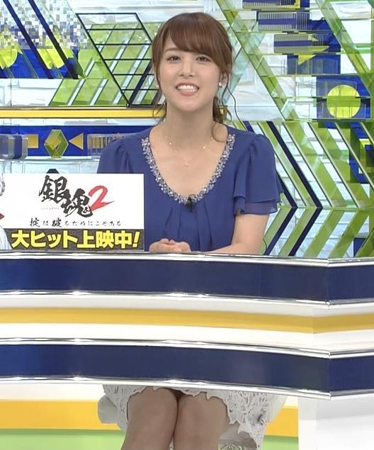 鷲見玲奈アナ 胸元が開いた服でお辞儀キャプ・エロ画像2