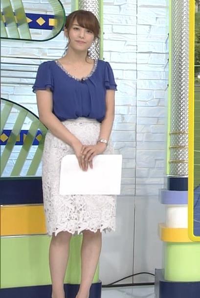 鷲見玲奈アナ 胸元が開いた服でお辞儀キャプ・エロ画像5