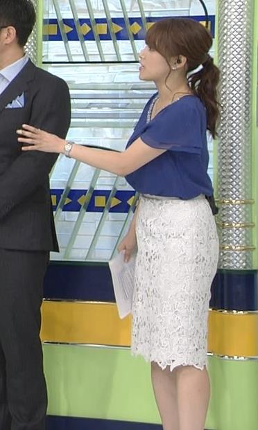 鷲見玲奈アナ 胸元が開いた服でお辞儀キャプ・エロ画像6