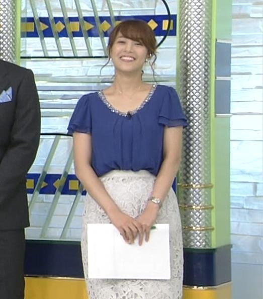 鷲見玲奈アナ 胸元が開いた服でお辞儀キャプ・エロ画像9