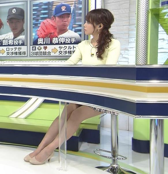 鷲見玲奈アナ 久しぶりのミニスカ脚エロキャプ・エロ画像4
