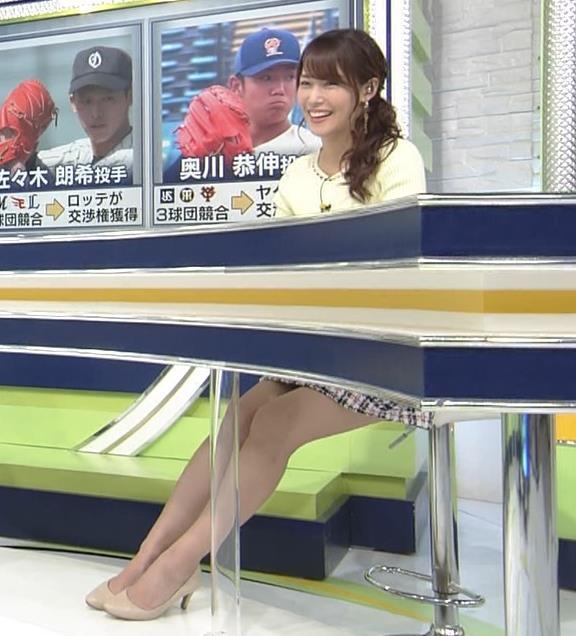 鷲見玲奈アナ 久しぶりのミニスカ脚エロキャプ・エロ画像5
