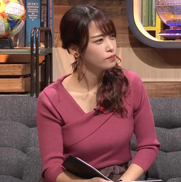鷲見玲奈アナ 安定のニットおっぱいキャプ・エロ画像2