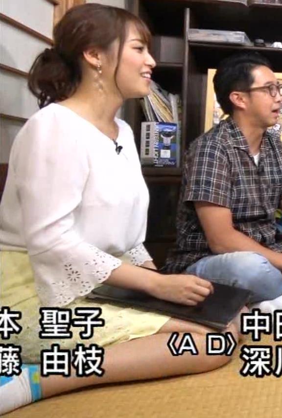 鷲見玲奈アナ 女の子座りをローアングルで撮られるキャプ・エロ画像10