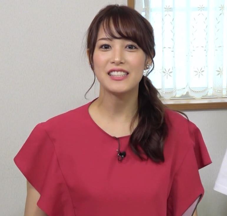 鷲見玲奈アナ スカート横尻キャプ・エロ画像2
