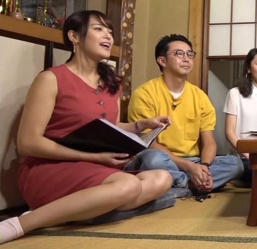 アナ ミニスカートで女の子座り▼ゾーンキャプ・エロ画像