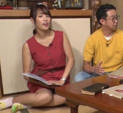 鷲見玲奈アナ ミニスカートで女の子座り▼ゾーンキャプ画像(エロ・アイコラ画像)