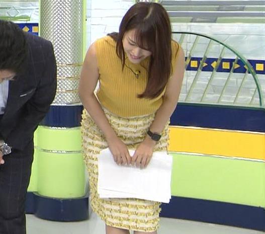 鷲見玲奈アナ 安定のノースリーブ横乳キャプ・エロ画像
