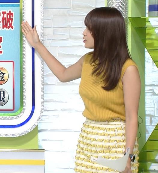 鷲見玲奈アナ 安定のノースリーブ横乳キャプ・エロ画像6