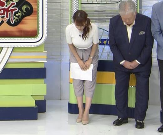 鷲見玲奈アナ 横乳で再確認するデカさキャプ・エロ画像