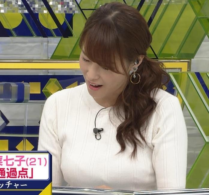 鷲見玲奈アナ 横乳で再確認するデカさキャプ・エロ画像11