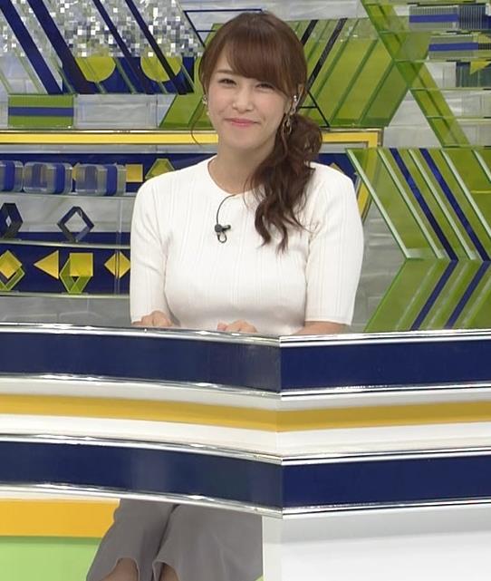 鷲見玲奈アナ 横乳で再確認するデカさキャプ・エロ画像12