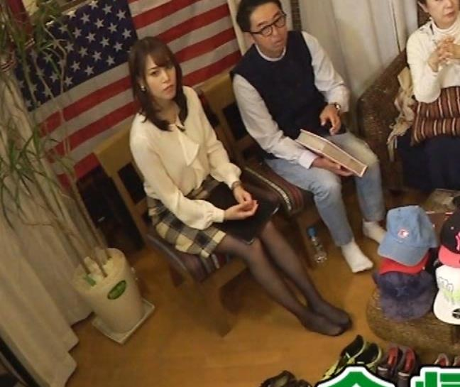 鷲見玲奈アナ 胸を張る&黒ストッキングキャプ・エロ画像3