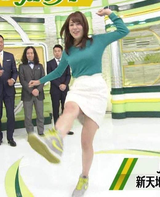 鷲見玲奈 ミニスカでボールを蹴って太ももが露わにキャプ画像(エロ・アイコラ画像)