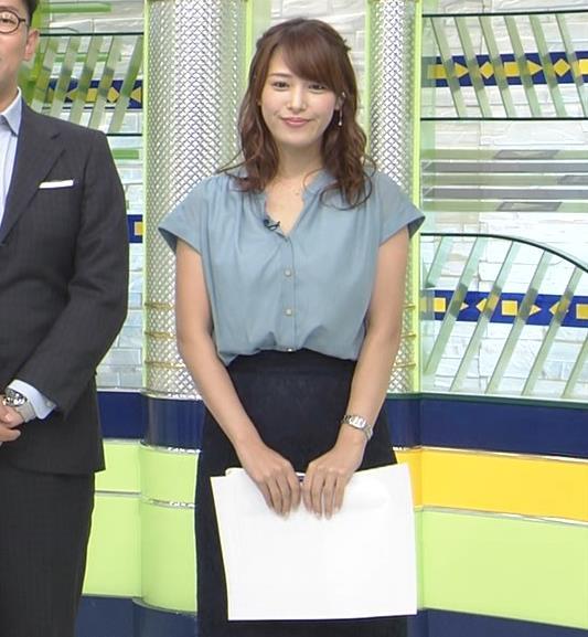 鷲見玲奈アナ 胸元緩いシャツキャプ・エロ画像3