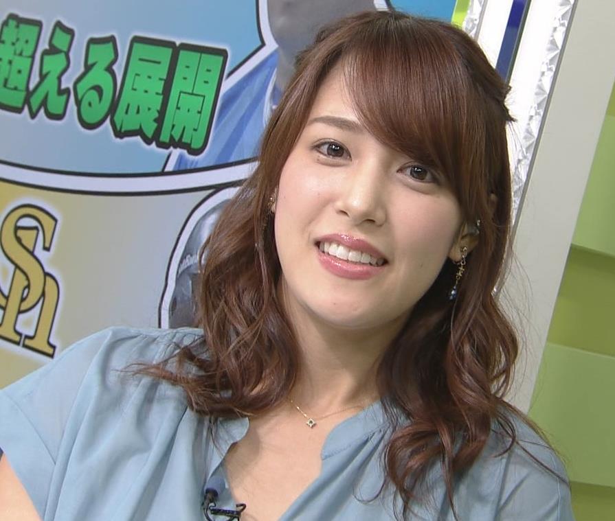 鷲見玲奈アナ 胸元緩いシャツキャプ・エロ画像6