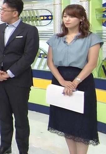 鷲見玲奈アナ 胸元緩いシャツキャプ・エロ画像8