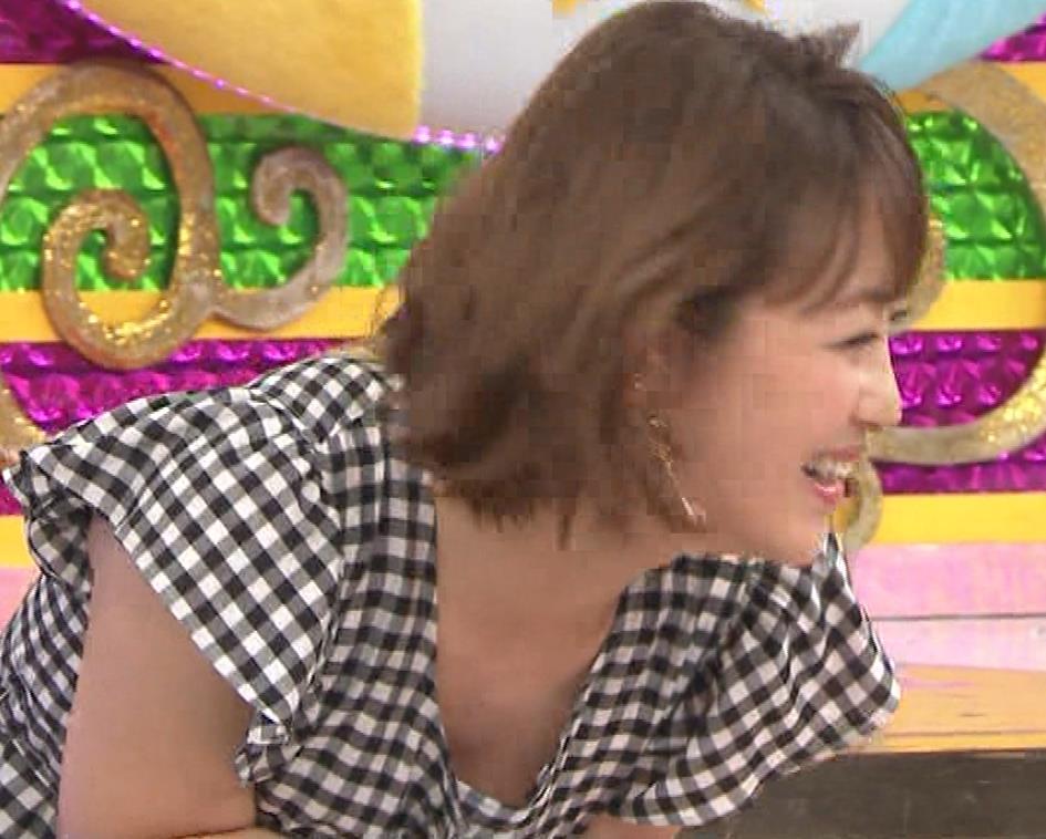 鈴木奈々 意外とエロい胸ちらキャプ・エロ画像3