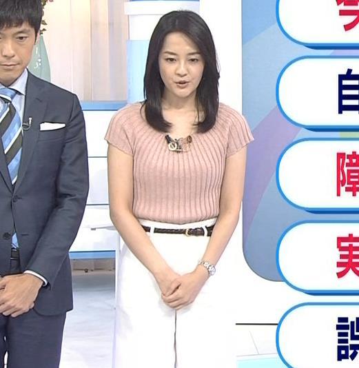 鈴木奈穂子アナ お辞儀でちょっと胸チラキャプ・エロ画像