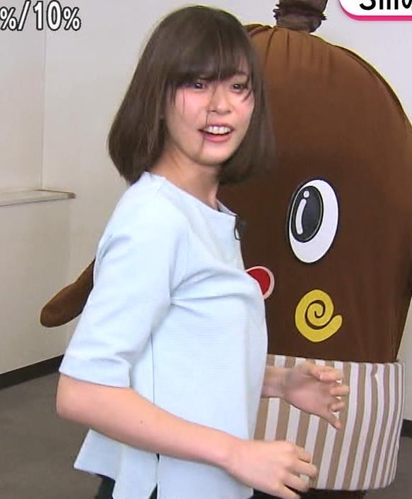 鈴木唯アナ かわいい女子アナのM字開脚キャプ・エロ画像5