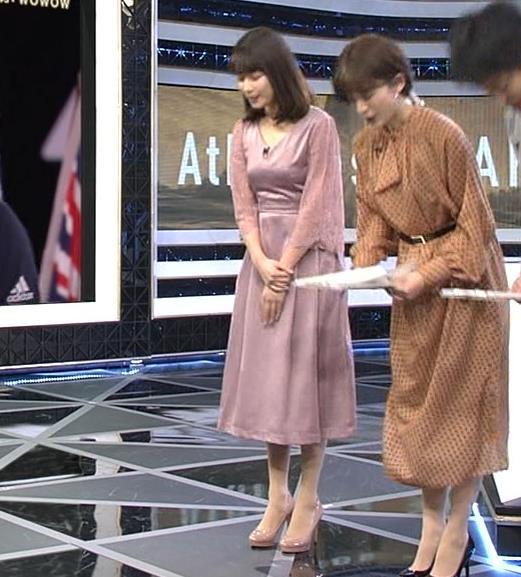 鈴木唯アナ おっぱいがエロい衣装キャプ・エロ画像2