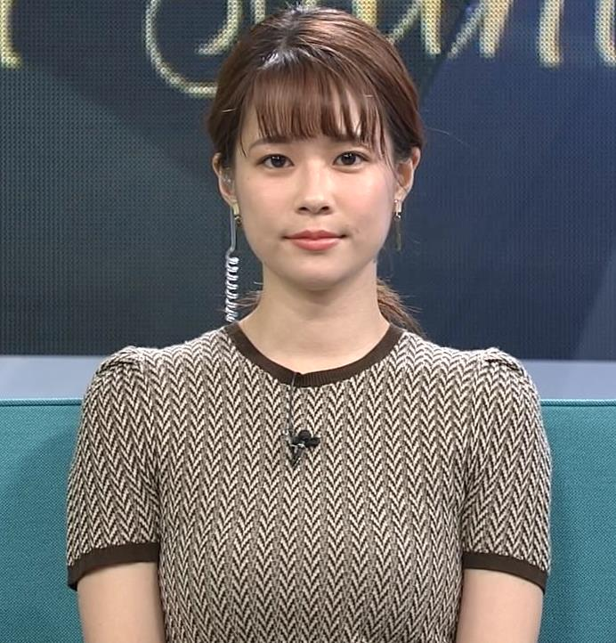 鈴木唯アナ 巨乳が際立つ柄のワンピースキャプ・エロ画像3