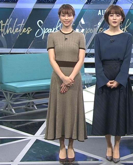 鈴木唯アナ 巨乳が際立つ柄のワンピースキャプ・エロ画像6