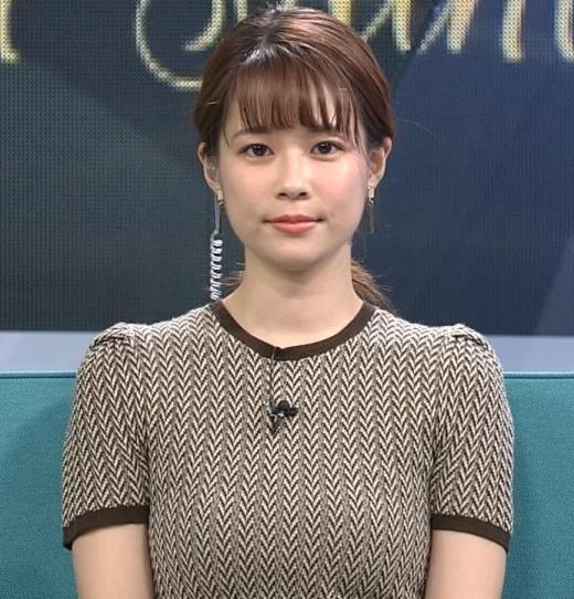 鈴木唯アナ 巨乳が際立つ柄のワンピースキャプ画像(エロ・アイコラ画像)