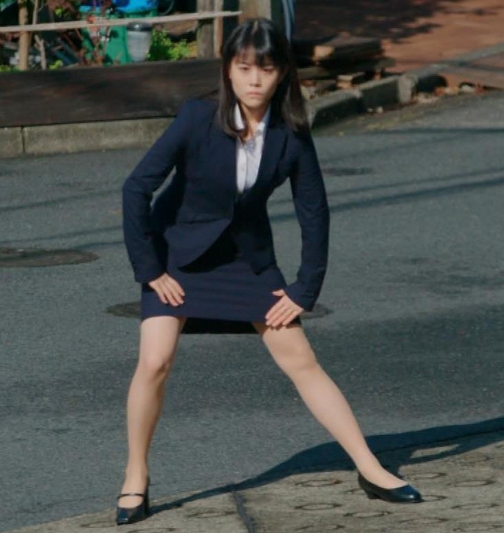 タイトなミニスカートでストレッチするのがエロいキャプ・エロ画像5