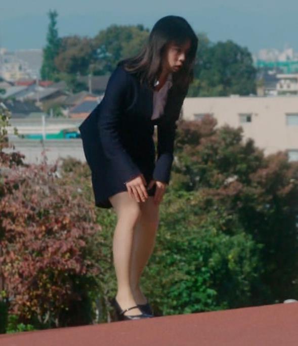タイトなミニスカートでストレッチするのがエロいキャプ・エロ画像7