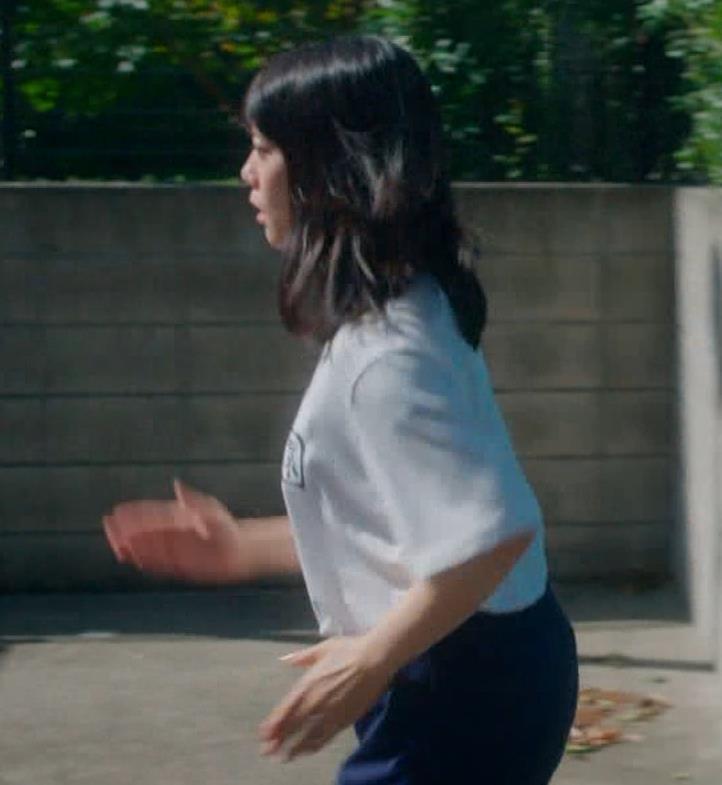 タイトなミニスカートでストレッチするのがエロいキャプ・エロ画像10