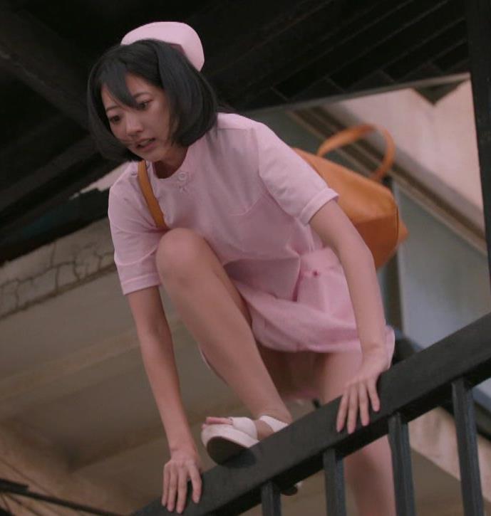 武田玲奈 ナースコスプレのパンチラシーンキャプ・エロ画像2