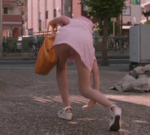 武田玲奈 ナースコスプレのパンチラシーンキャプ画像(エロ・アイコラ画像)