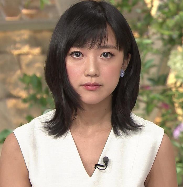 竹内由恵アナ 前かがみ胸元チラしたハプニングキャプ・エロ画像3