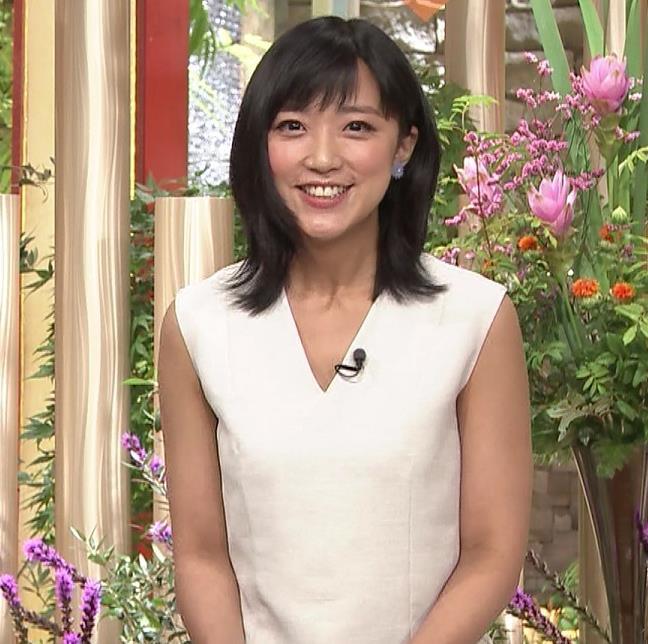 竹内由恵アナ 前かがみ胸元チラしたハプニングキャプ・エロ画像6