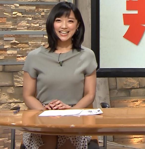 竹内由恵アナ ニット微乳、でもエロいキャプ・エロ画像2