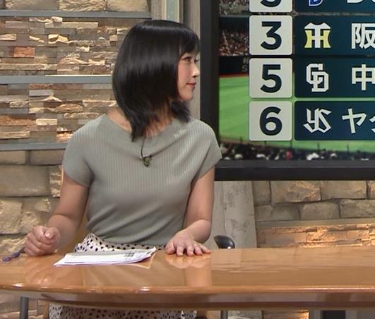 竹内由恵アナ ニット微乳、でもエロいキャプ・エロ画像8