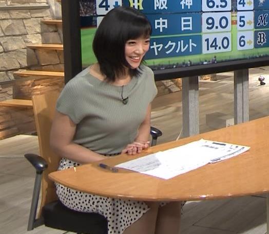 竹内由恵アナ ニット微乳、でもエロいキャプ・エロ画像9