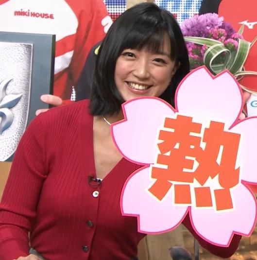 竹内由恵アナ おっぱいを潰しているところキャプ・エロ画像7
