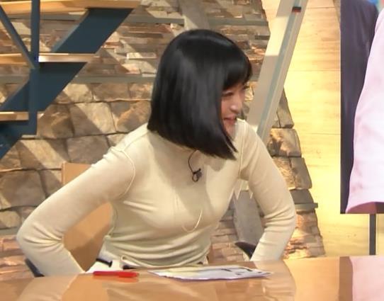 アナ ピチピチの衣装でキャミソールが透けてるキャプ・エロ画像