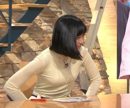 アナ ピチピチの衣装でキャミソールが透けてるキャプ・エロ画像5
