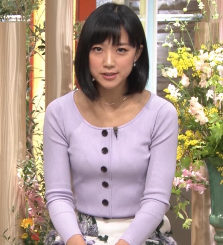 竹内由恵アナ 薄着でのふっくらおっぱいキャプ・エロ画像2