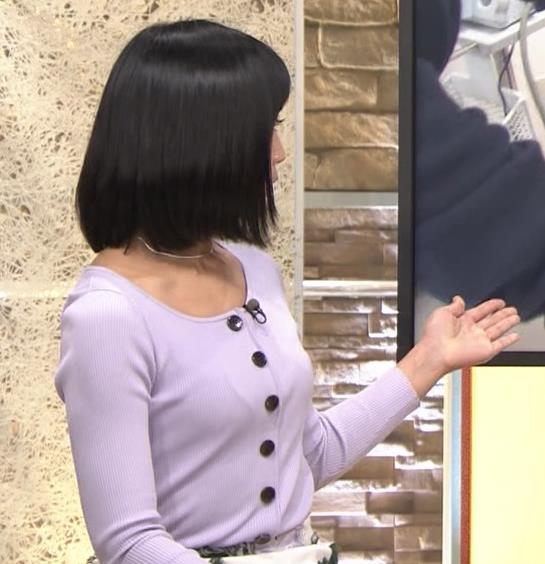 竹内由恵アナ 薄着でのふっくらおっぱいキャプ・エロ画像5