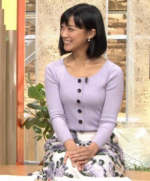 竹内由恵アナ 薄着でのふっくらおっぱいキャプ・エロ画像6