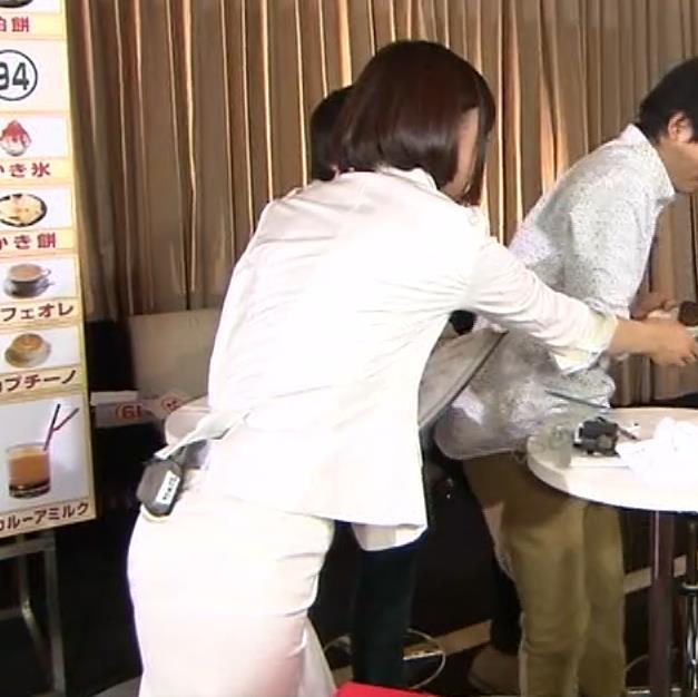 竹内由恵アナ 若いころのプリケツ!パンツ透けGIF動画キャプ・エロ画像2