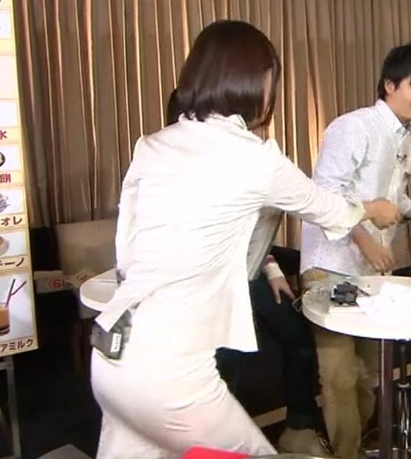 竹内由恵アナ 若いころのプリケツ!パンツ透けGIF動画キャプ・エロ画像3