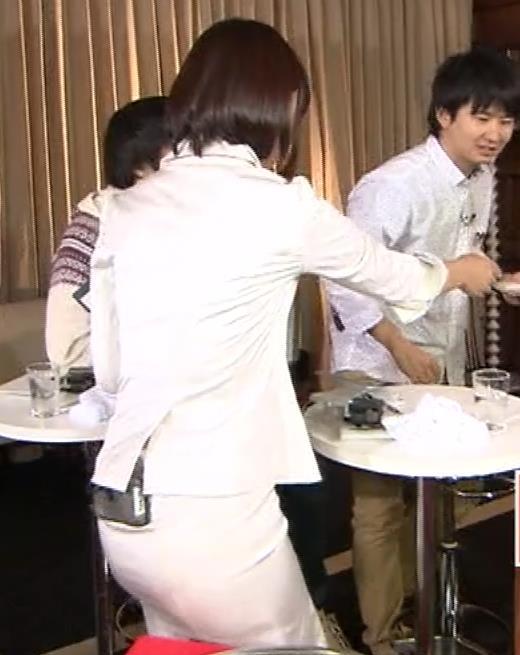 竹内由恵アナ 若いころのプリケツ!パンツ透けGIF動画キャプ・エロ画像4