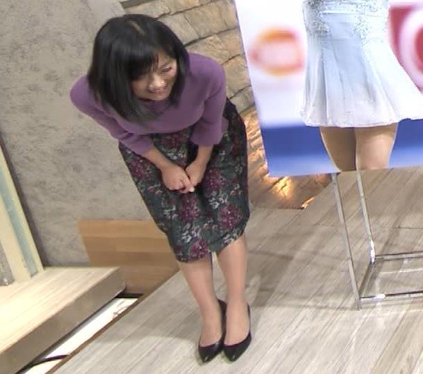 竹内由恵アナ ニットおっぱいキャプ・エロ画像7